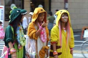 giapponesi vestite da pikachu