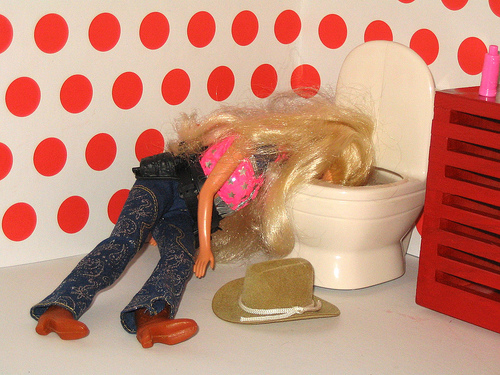 barbie vomito