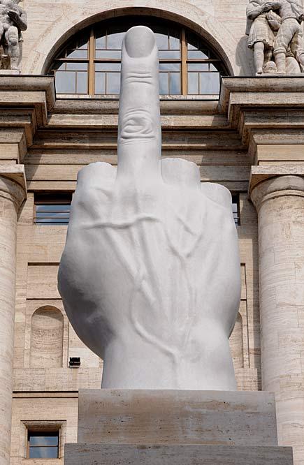 il dito di cattelan milano