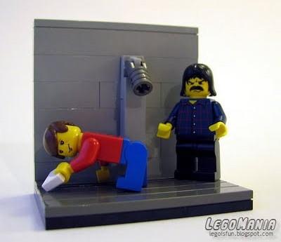 Lele Mora in prigione raccoglie saponette