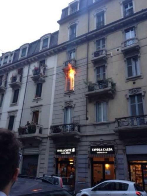casa in fiamme