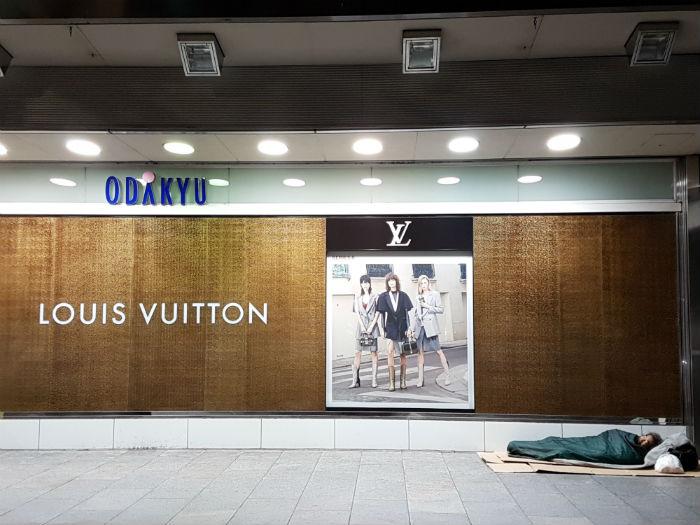 lous vuitton tokyo photo homeless