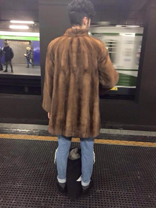 uomo in pelliccia
